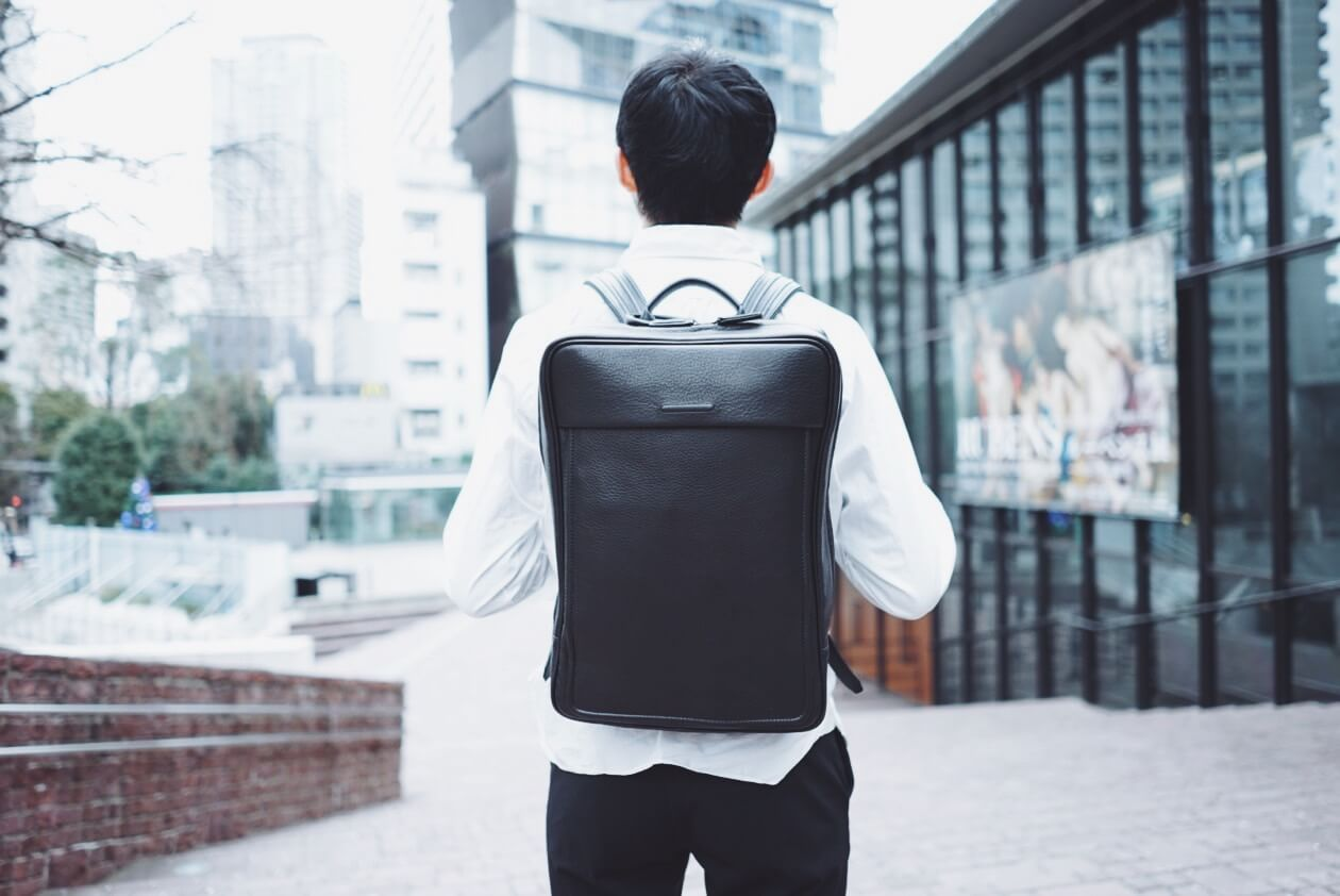 日に日に愛着が増すレザーバックパック。objcts.io「MOORE Soft Backpack」を買いました