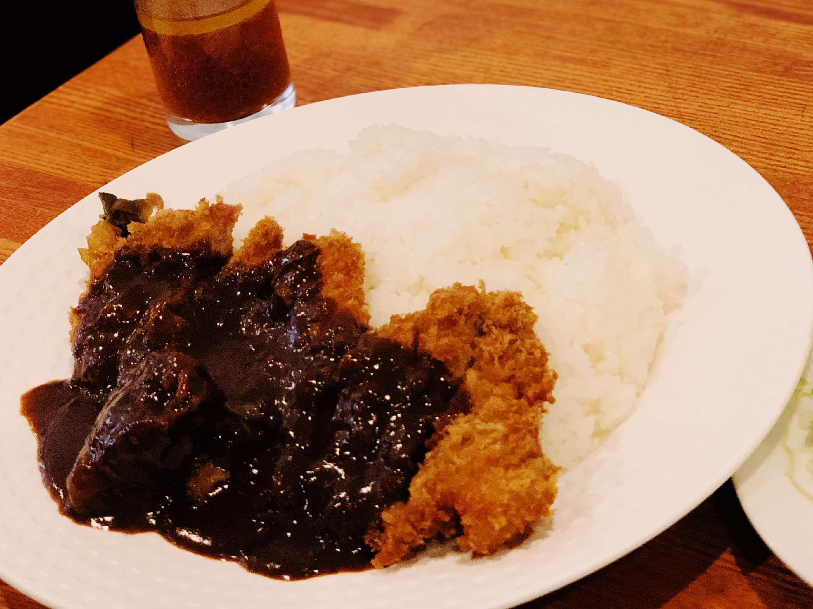 エビフライだけじゃない!京橋の老舗洋食屋『レストランサカキ』はカツカレーも絶品。