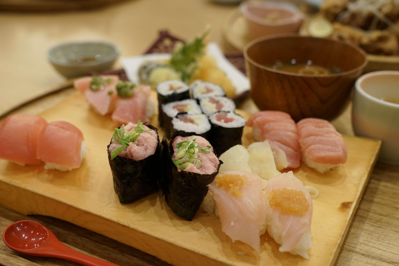 名古屋・栄でサクッとお寿司を食べたいなら「魚屋の台所 三代目ふらり寿司 栄店」[PR]